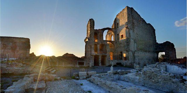 Fiumefreddo Bruzio, il borgo della Calabria che guarda il mare