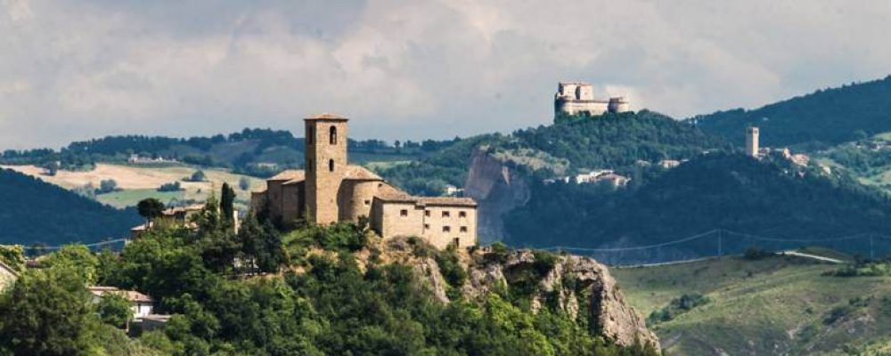 Il borgo di Montetiffi e le sue teglie famose in tutta la Romagna